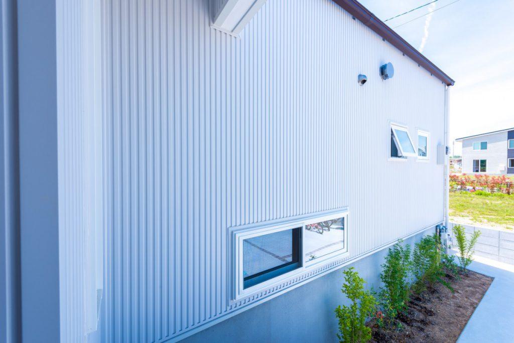 青い扉が印象的なカジュアルな家イメージ6